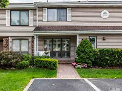 Smithtown Condo/Townhouse For Sale: 22 W Pond Ct