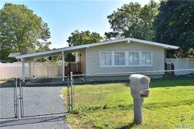 Ronkonkoma Single Family Home For Sale: 17 Kayron Dr