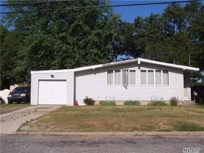 Lake Ronkonkoma Single Family Home For Sale: 217 Maplecrest Dr