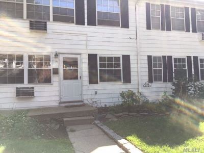 Hauppauge NY Condo/Townhouse For Sale: $159,000