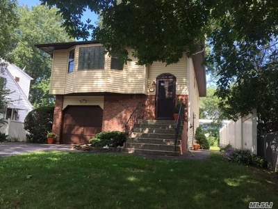 Ronkonkoma Single Family Home For Sale: 43 1st St