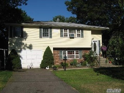 Ronkonkoma Single Family Home For Sale: 24 Pamlico Ave