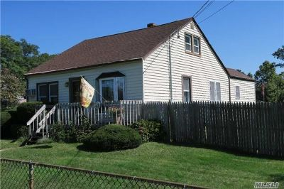 Islip Single Family Home For Sale: 4 Wallace St