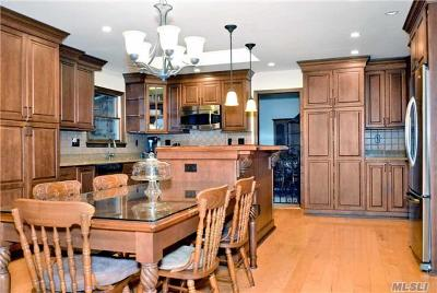 Smithtown Single Family Home For Sale: 61 Dillmont Dr
