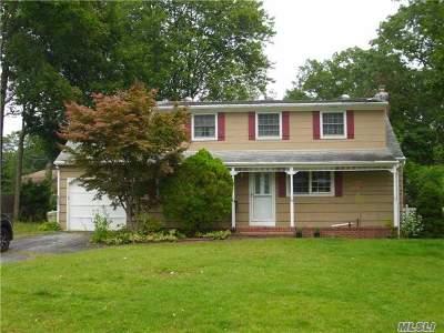 Smithtown Single Family Home For Sale: 7 Einstein Pl