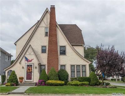 Rockville Centre Single Family Home For Sale: 89 Capitolian Blvd