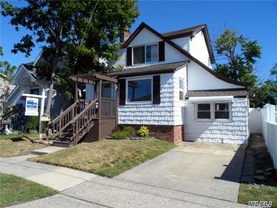 Island Park NY Single Family Home For Sale: $419,000