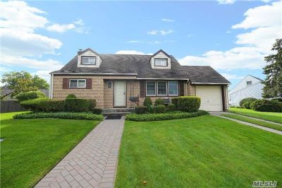 Jericho Single Family Home For Sale: 2 Briarcliff Rd