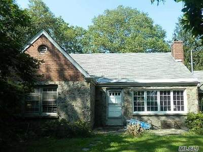 Hauppauge NY Single Family Home For Sale: $439,900