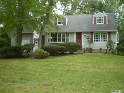 Smithtown Single Family Home For Sale: 28 Clearbrook Dr