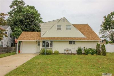 Levittown Single Family Home For Sale: 72 Barrister Rd