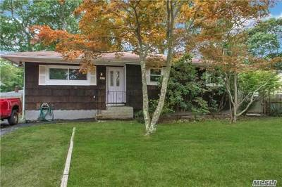 Suffolk County Single Family Home For Sale: 132 Moriches Ave