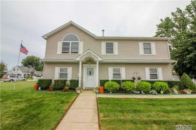 Levittown Single Family Home For Sale: 48 Silo Ln