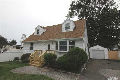 Lake Ronkonkoma Single Family Home For Sale: 44 Gregory Dr