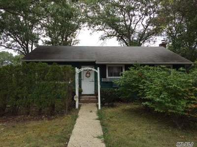Ronkonkoma Single Family Home For Sale: 47 3rd St