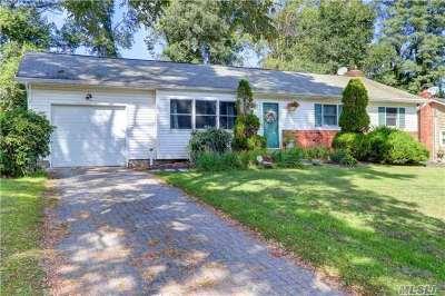 Selden Single Family Home For Sale: 25 Wyandotte St