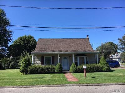 Huntington Sta NY Single Family Home For Sale: $349,000