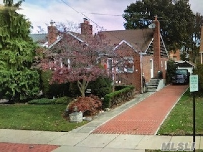 Lynbrook Single Family Home For Sale: 79 Olive Dr