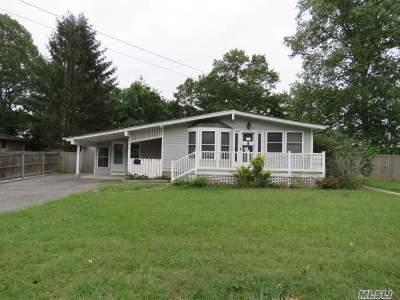 Lake Ronkonkoma Single Family Home For Sale: 1 Crestwood Ln