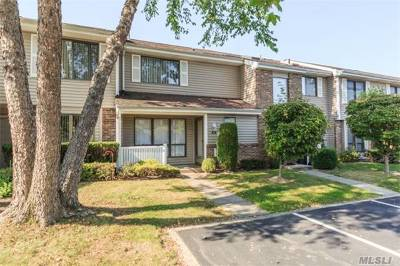 Smithtown Condo/Townhouse For Sale: 35 W Pond Ct