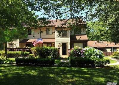 Coram Condo/Townhouse For Sale: 366 Woodland Ct