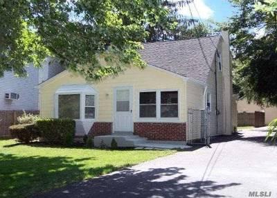 Ronkonkoma Single Family Home For Sale: 12 Ozark St
