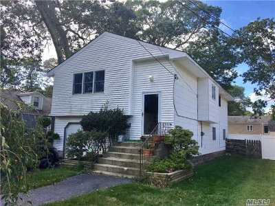 Lake Ronkonkoma Single Family Home For Sale: 44 Dorchester Rd