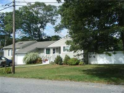 Lake Ronkonkoma Single Family Home For Sale: 3 Grand St