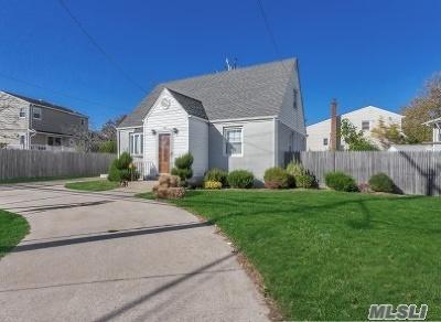 Oceanside Single Family Home For Sale: 37 Mott St