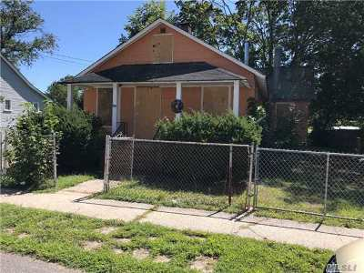 Islip Single Family Home For Sale: 22 Lincoln Ave