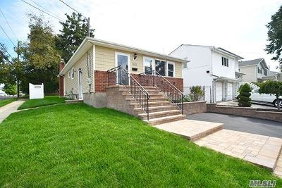 East Meadow Single Family Home For Sale: 1610 Blaine Ave
