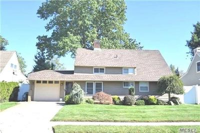 Westbury Single Family Home For Sale: 27 Forest Ln
