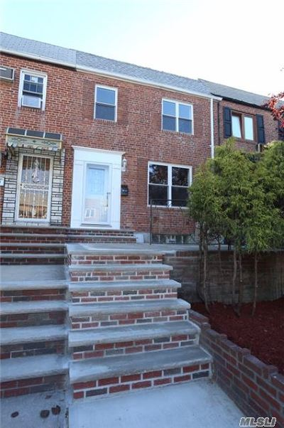 Middle Village Single Family Home For Sale: 63-47 76th St