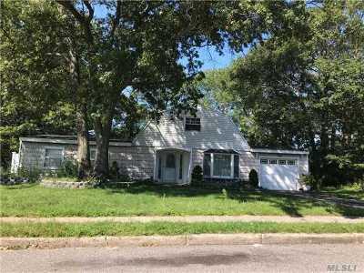 Farmingville Single Family Home For Sale: 6 Carnegie Dr