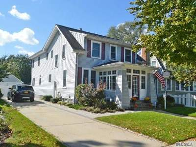 Lynbrook Single Family Home For Sale: 14 Vincent Pl