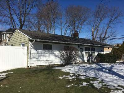 Syosset Single Family Home For Sale: 1 Bruce St