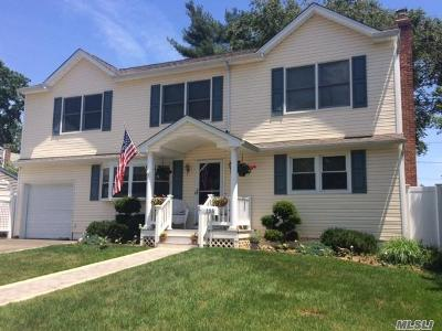East Norwich Single Family Home For Sale: 135 Radcliff Dr
