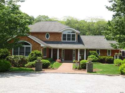 Huntington Single Family Home For Sale: 25 Thorman Ln