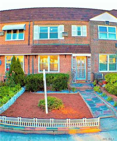 Middle Village Single Family Home For Sale: 61-26 80th St
