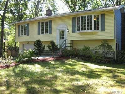 Smithtown Single Family Home For Sale: 44 Nowick Ln