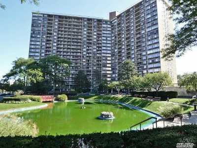 Bayside, Oakland Gardens Condo/Townhouse For Sale: 1 Bay Club Dr #17-M