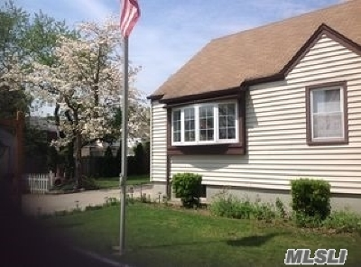 Bellerose, Glen Oaks Single Family Home For Sale: 87-14 239th St