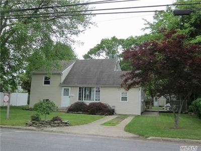 East Islip Single Family Home For Sale: 126 E Adams St