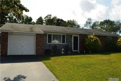 Farmingville Single Family Home For Sale: 6 Sambi Ct