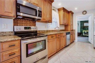 Oakdale Single Family Home For Sale: 69 Stuyvesant Rd