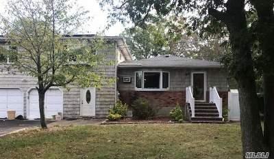 Bay Shore Single Family Home For Sale: 1575 Manatuck Blvd