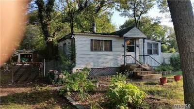 Farmingville Single Family Home For Sale: 382 Mooney Pond Rd