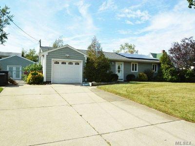 Islip Single Family Home For Sale: 156 Buffalo Ave