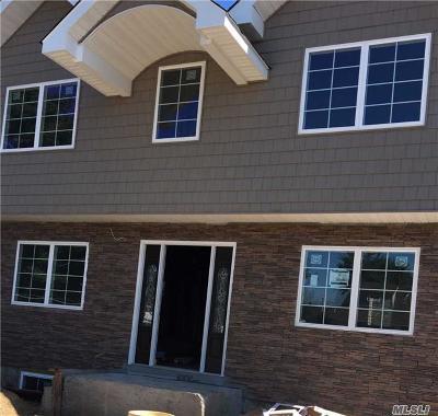 Hicksville Single Family Home For Sale: 63 Moeller St