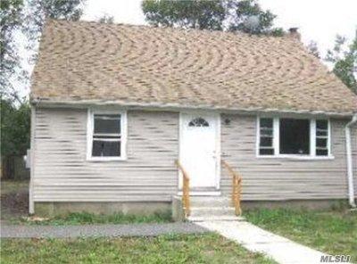 Wyandanch Single Family Home For Sale: 14 Davidson St